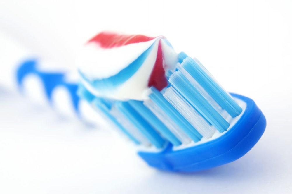 m nage utiliser le dentifrice pour brosser autre chose que ses dents. Black Bedroom Furniture Sets. Home Design Ideas