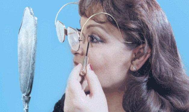 4 choses savoir pour se maquiller avec des lunettes beaut. Black Bedroom Furniture Sets. Home Design Ideas