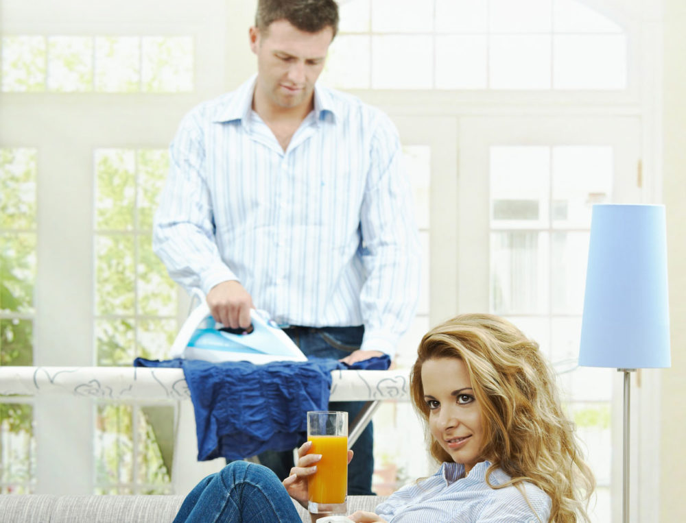 3 Astuces Pour Que Votre Homme Participe Aux Tâches Ménagères • Rouge  Framboise
