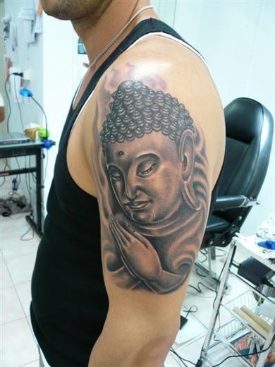 http://pattayathailande.com/le-ministre-de-la-culture-thailandais-veux-interdire-la-confection-de-tatouage-religieux-aux-touristes/