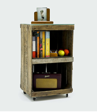 5 id es pour recycler des cagettes en bois dans votre maison for Table de chevet pour enfant