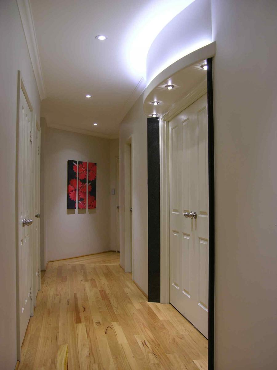 D co conseils pour am nager votre couloir ou votre entr e for Conseil pour peindre un plafond