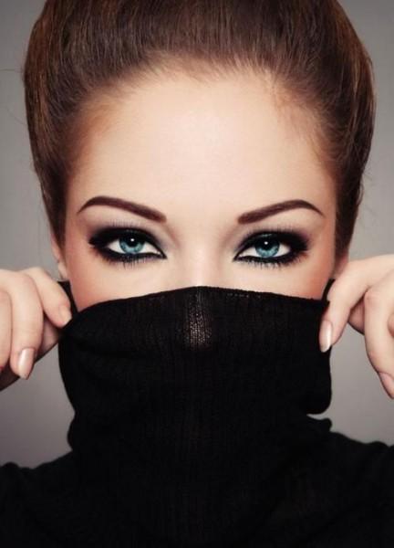 maquillage des yeux bleus 3 conseils pour r ussir votre makeup. Black Bedroom Furniture Sets. Home Design Ideas