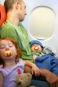 conseils pour voyager avec ses enfants en avion. Black Bedroom Furniture Sets. Home Design Ideas
