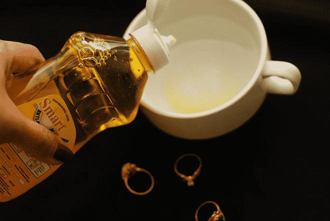 5 astuces pour entretenir ses bijoux en or. Black Bedroom Furniture Sets. Home Design Ideas