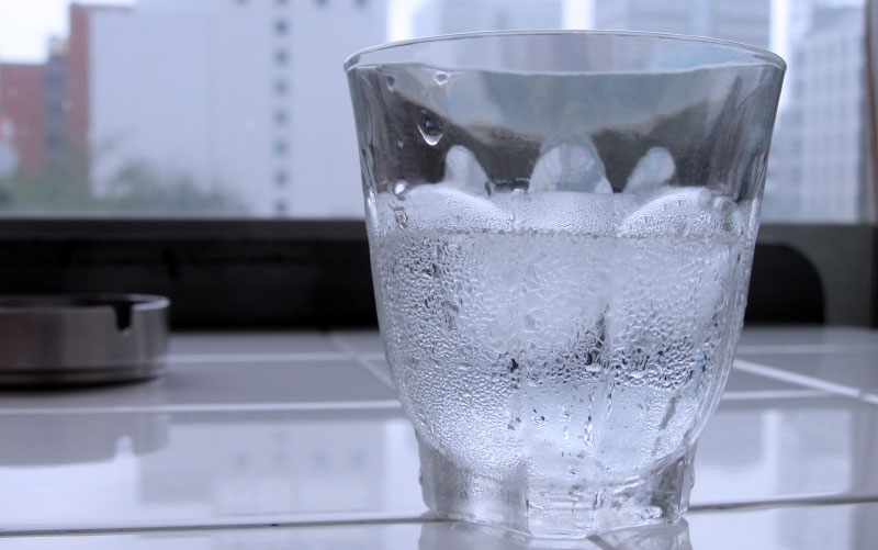 pourquoi ne faut il pas boire de l eau glac e. Black Bedroom Furniture Sets. Home Design Ideas