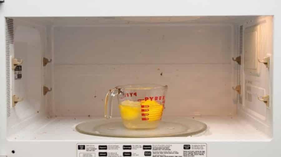 3 tapes pour enlever l 39 odeur de br l de votre four - Enlever l odeur de moisi ...