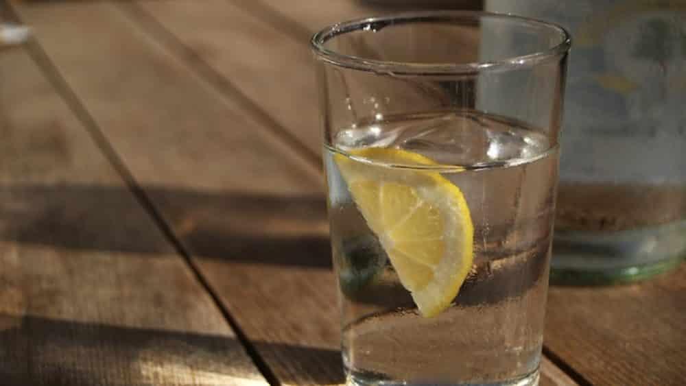 3 vertus de l'eau consommée à jeun 35