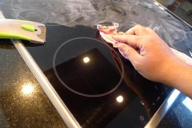 4 astuces nettoyage qui vont changer votre quotidien for Nettoyer plaque vitroceramique vinaigre