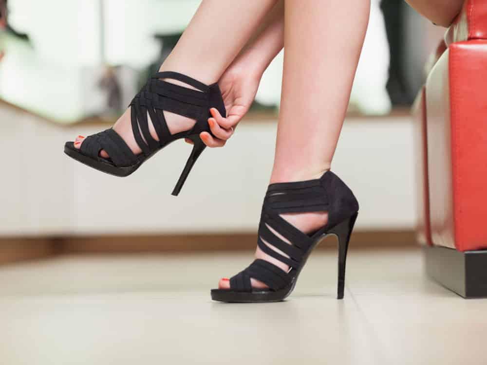 378047de07a 7 astuces pour agrandir des chaussures trop petites !
