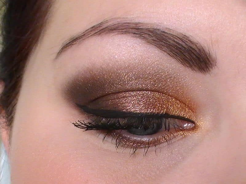 maquillage yeux marrons dore