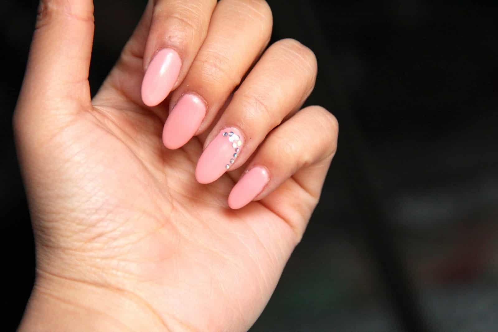 La forme d 39 ongles qui vous ira selon la forme de vos mains - Ongle en gel amande ...