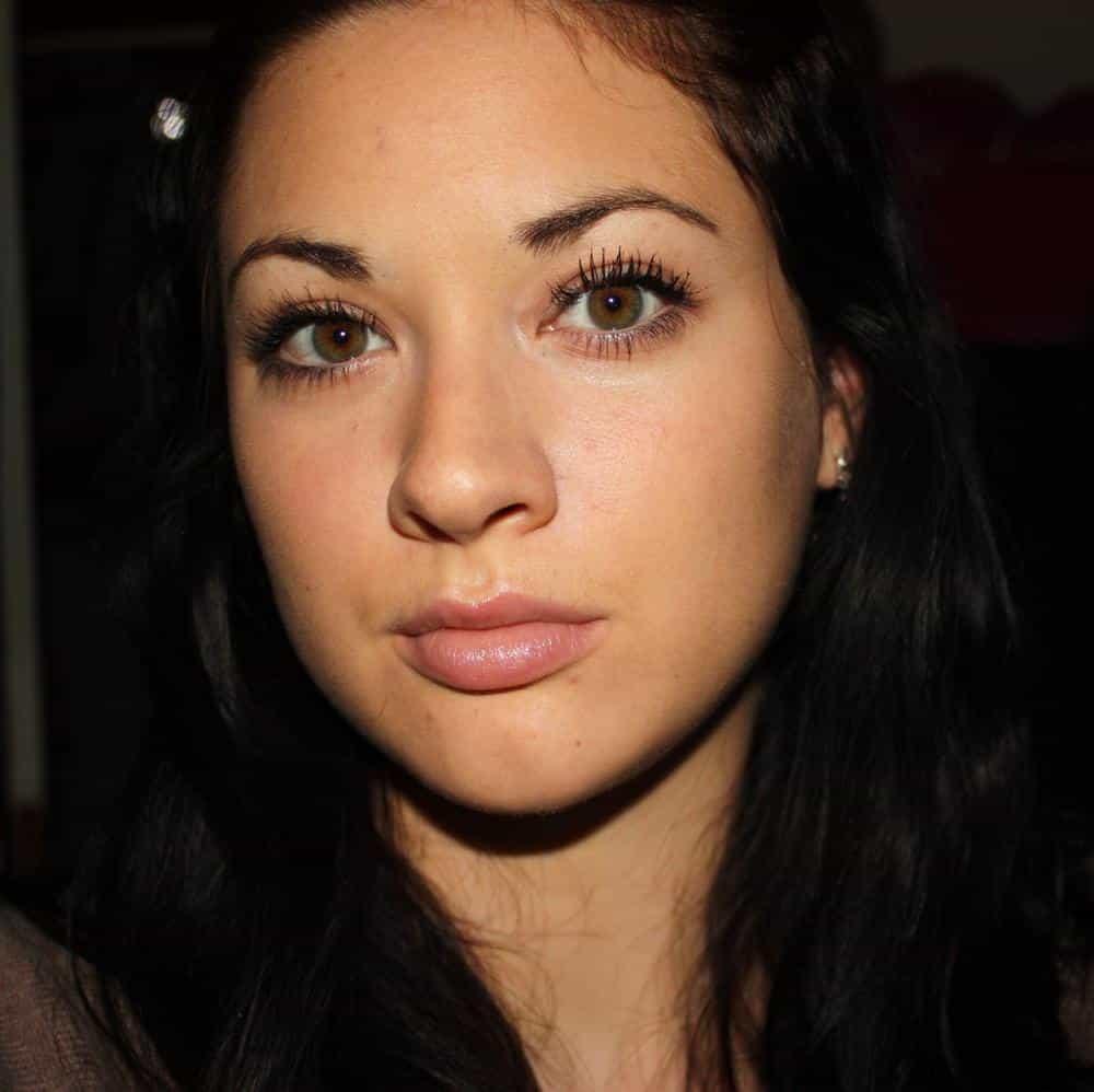 Source : http://eclat-beaute.blogspot.com/2012/02/maquillage-simple-de-tous-les-jours.html
