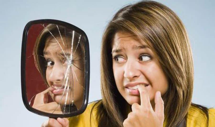 6 faits hallucinants sur les origines des superstitions for Briser un miroir