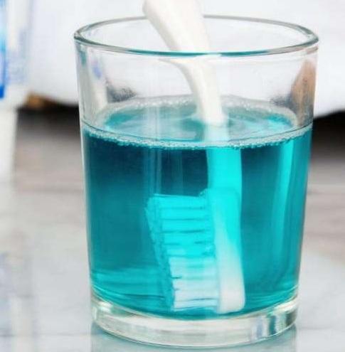 7 utilisations du bain de bouche que vous ignoriez for Bain de bouche maison