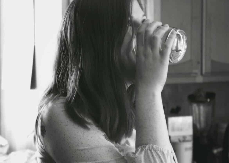 bénéfices de boire de l'eau au réveil