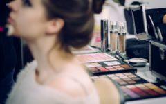 risques que vous courez en dormant avec votre maquillage